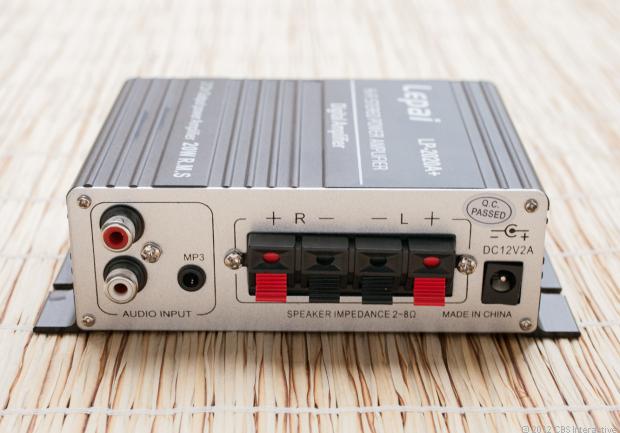 conectores de un amplificador HI Fi